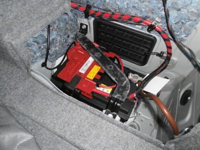 BMW E90 320 バッテリー